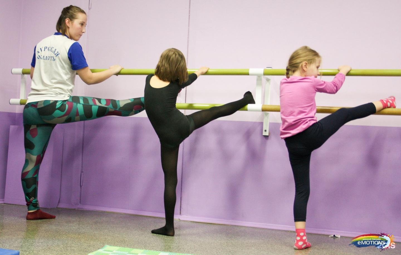Самые активные и талантливые ученики могут не только изучать танцы для детей от 5 лет, но и стать участником профессиональных групп crazyflash и junior crew.